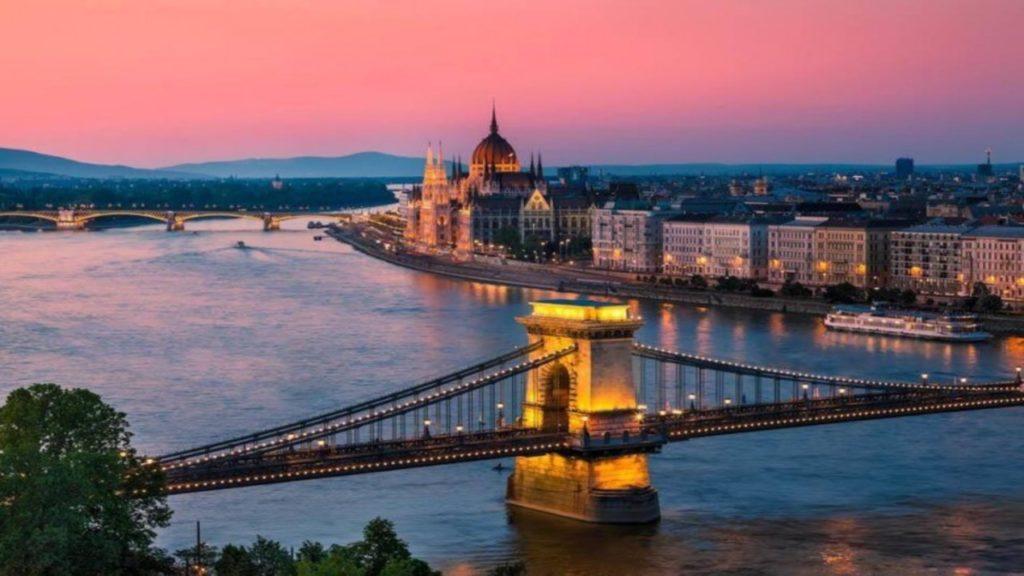 Days 6/7: Budapest (Arrive 9:30 AM)
